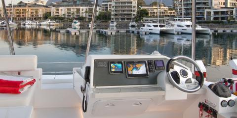 434 Power Catamaran helm