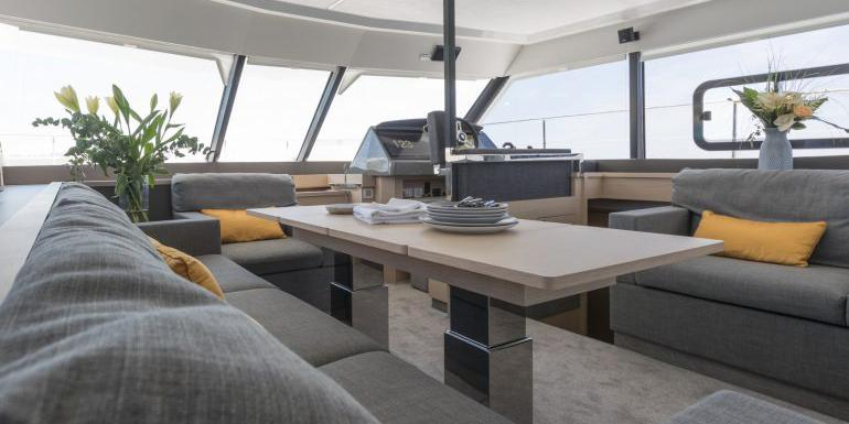 sf_fountaine_pajot_my44_interior_wineknotanother-770x385.jpg
